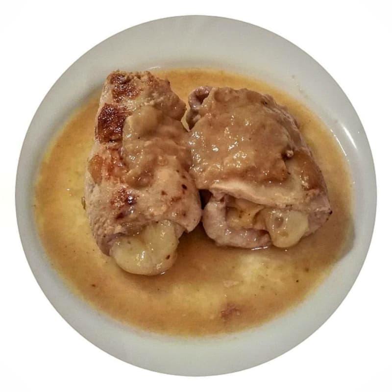 rollos de pollo con peras y asiago