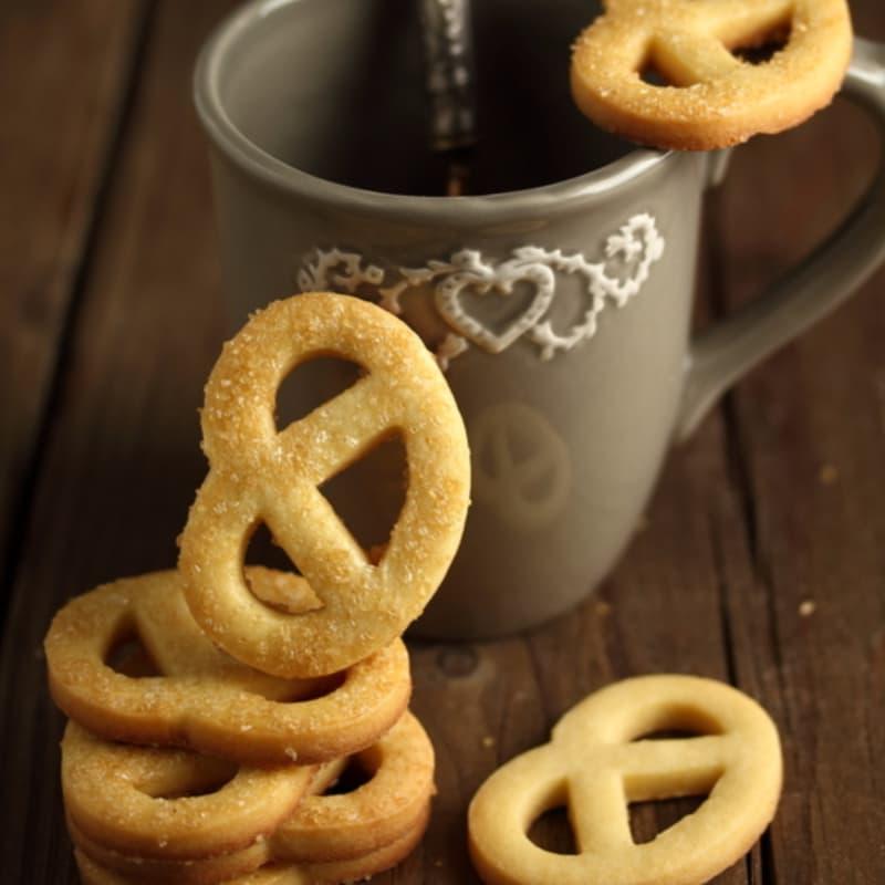 Biscotti di pasta frolla semplice con farina di farro