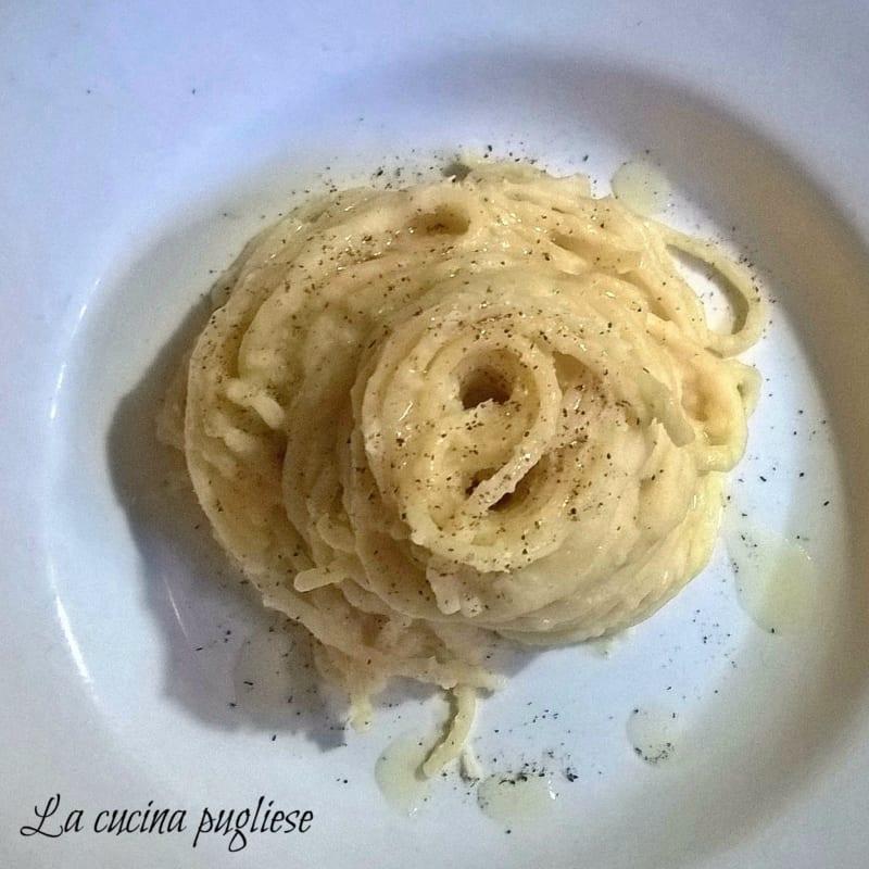 Spaghetti con le fave bianche