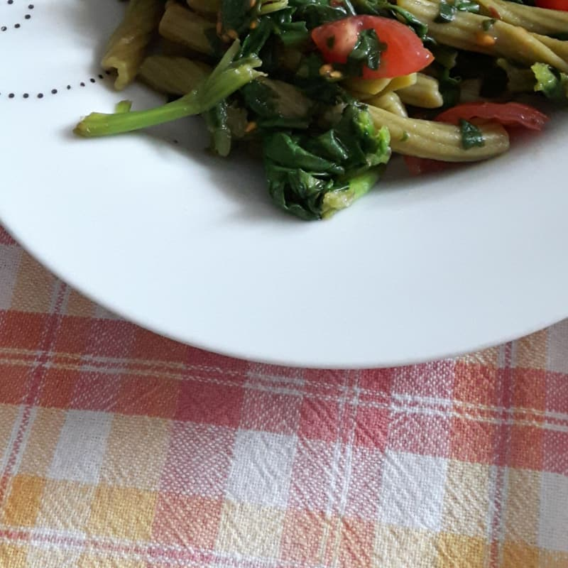 Sedanini green with spinach and cherry tomatoes