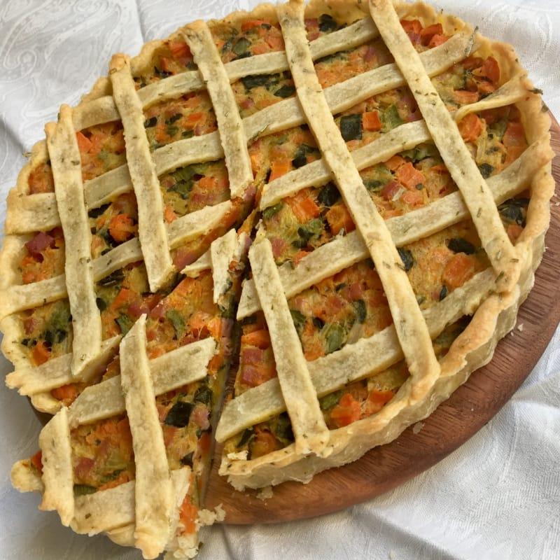 Quiche con apio, zanahorias, patatas y tocino