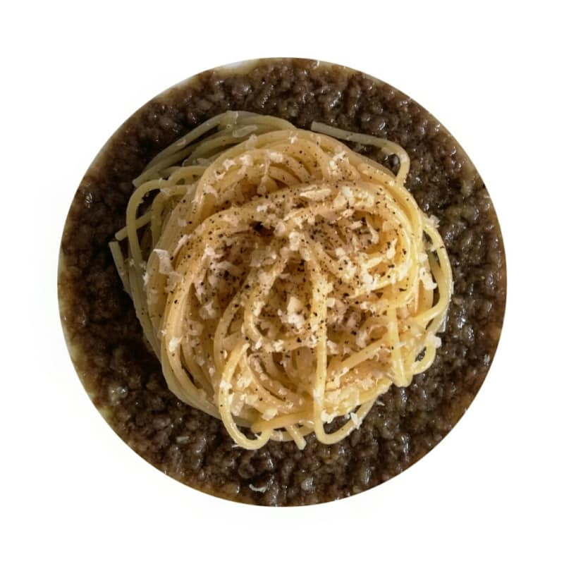 Spaghetti butter and parmesan on lentils cream