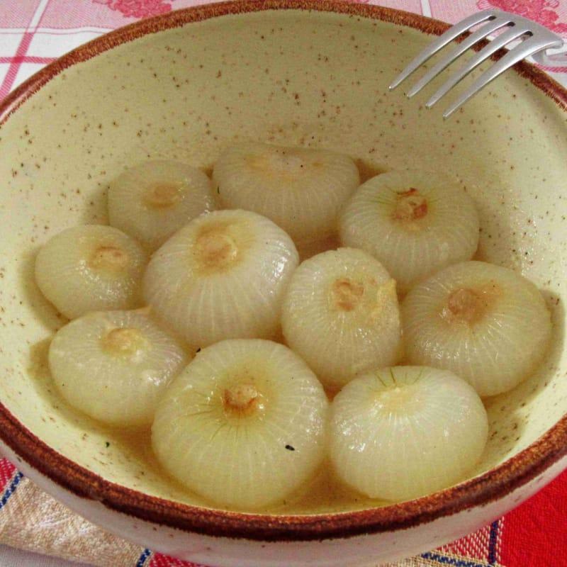cebollas de primavera en la sartén