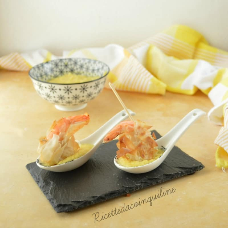 langostinos con sabor a limón y salsa tropical