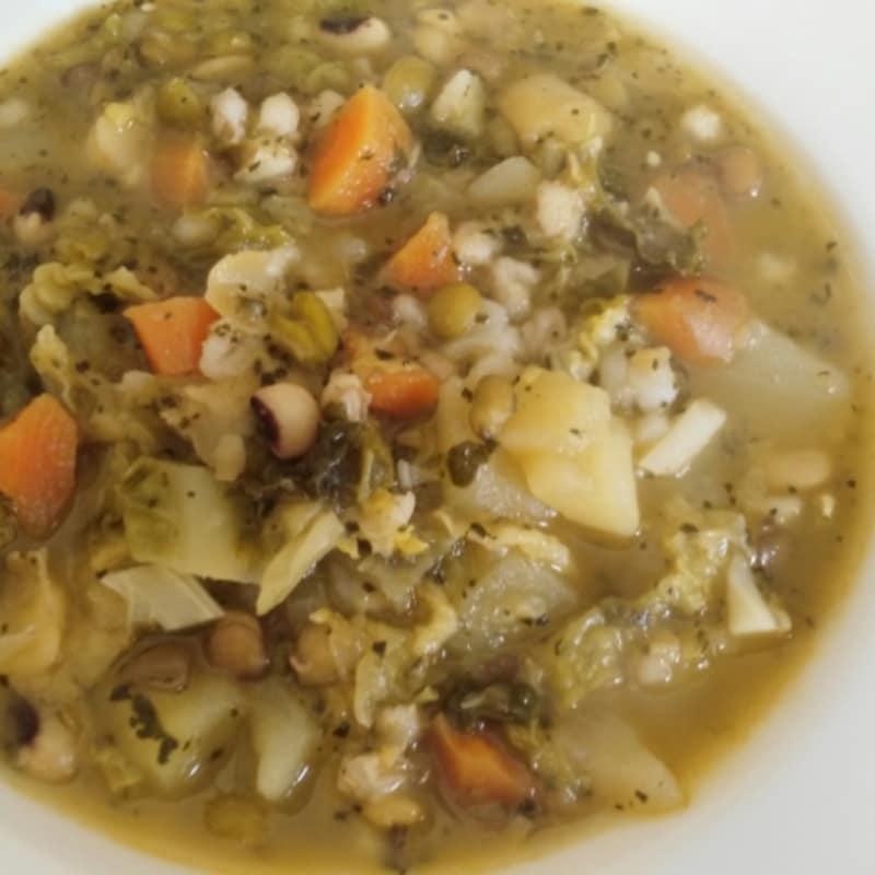 frijoles y verduras para sopa
