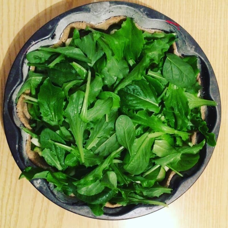 Torta rustica zucchine e insalata