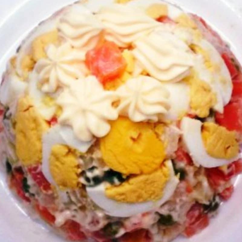 deliciosa taza de ensalada de patata