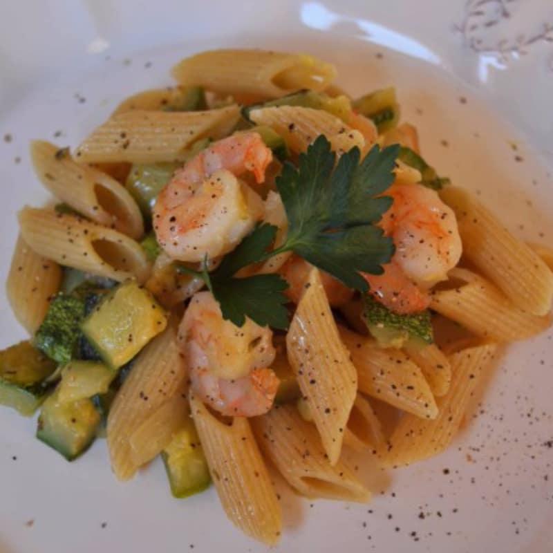 Penne rigate whole zucchini and shrimp