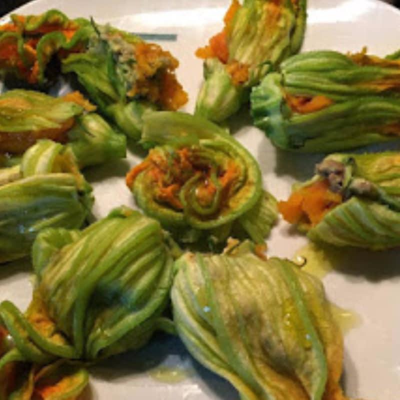 flores de calabacín rellenas de guacamole en el horno