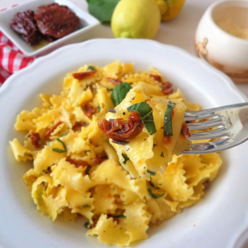 Pappardelle with lemon sauce and sun-dried tomatoes