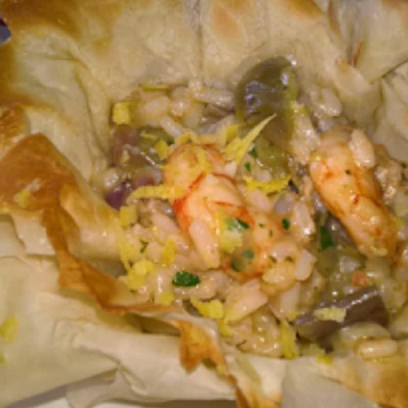 Risotto con camarones y alcachofas en cestas de pasta filo