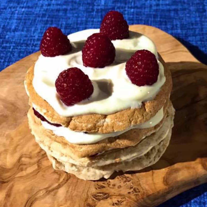 Pancakes deletreadas el coco laminado con yogur de soja y entre