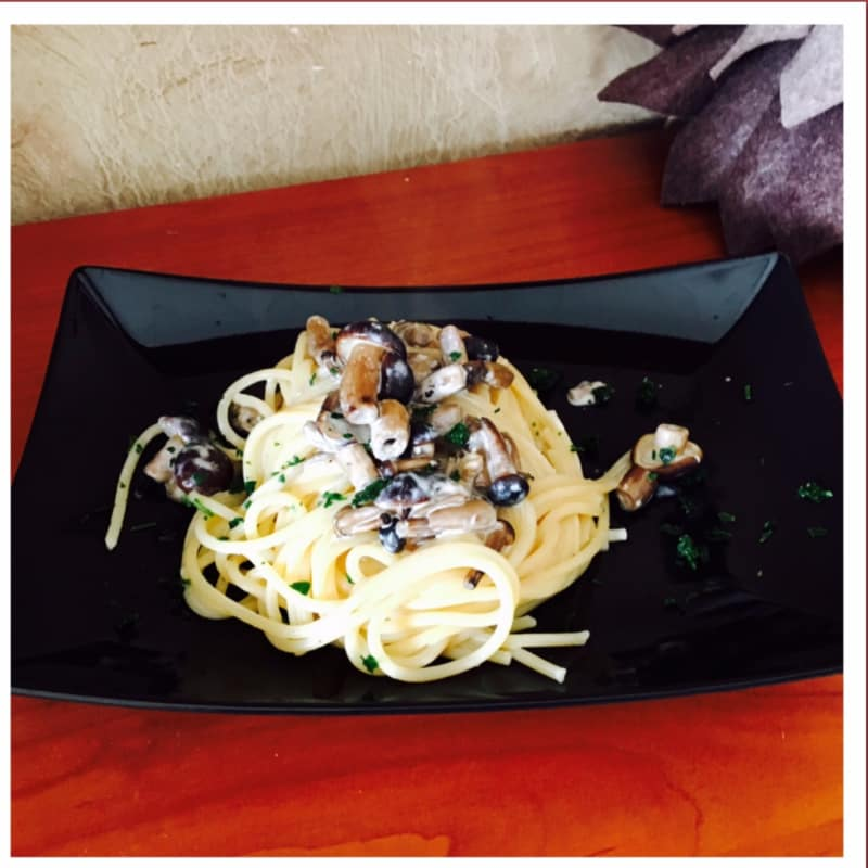Spaghetti with mushrooms pioppini