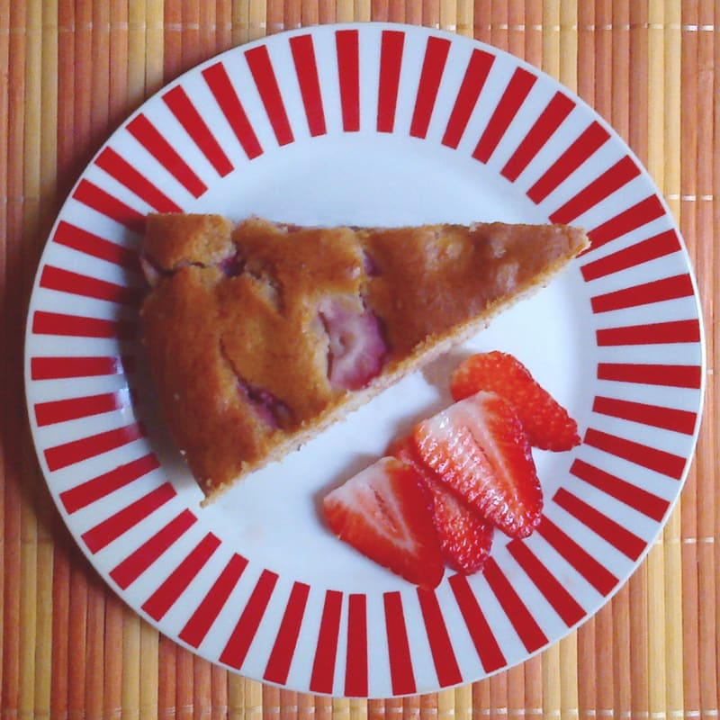 vegan banana cake and strawberries