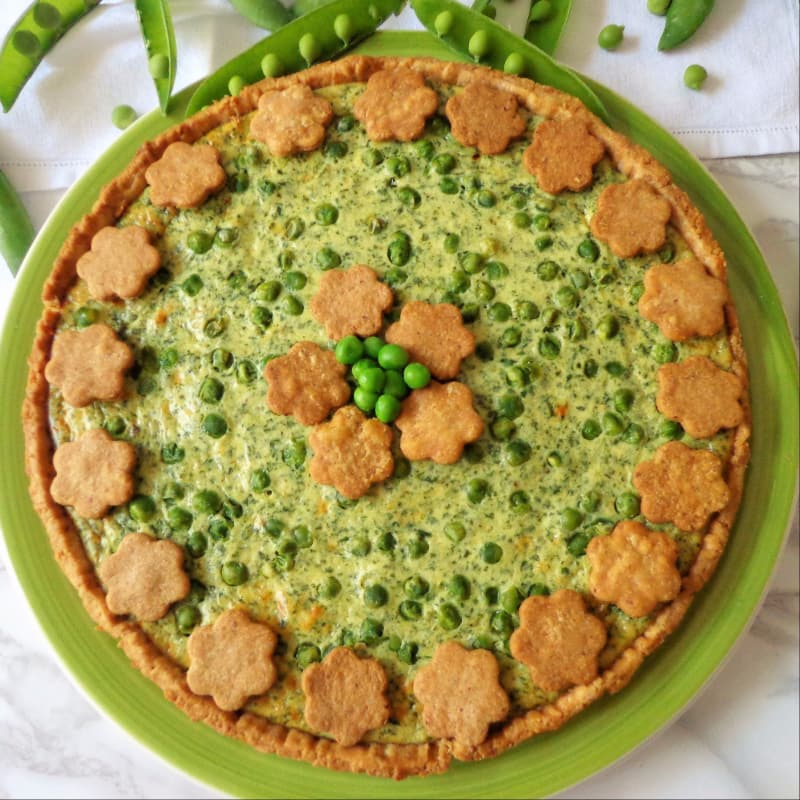 Quiche with peas, spinach, walnuts and ricotta