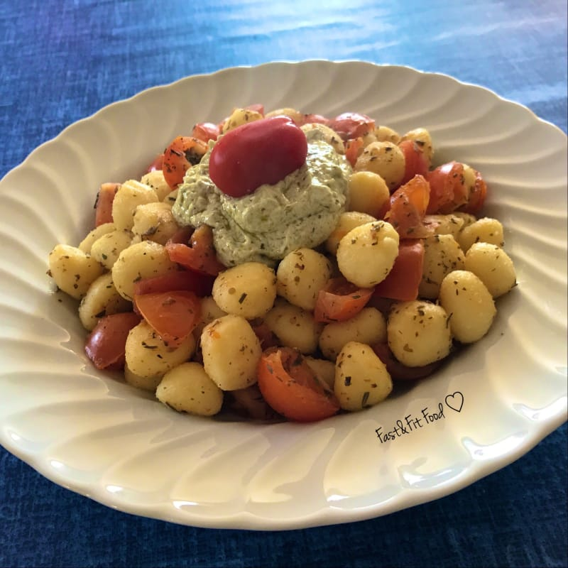 Savory dumplings with cherry tomatoes and quark cream with pesto