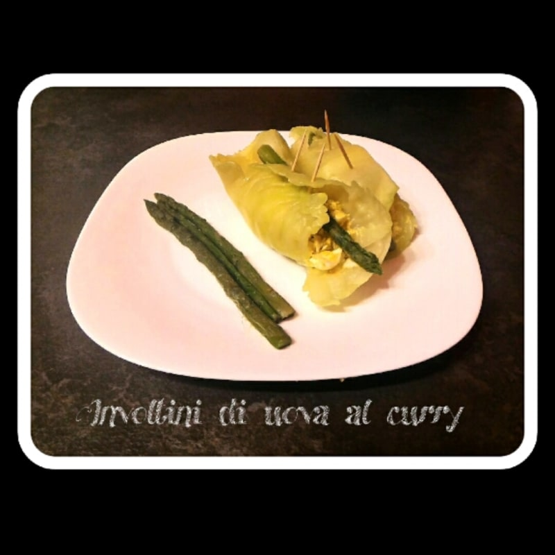Involtini di uova al curry