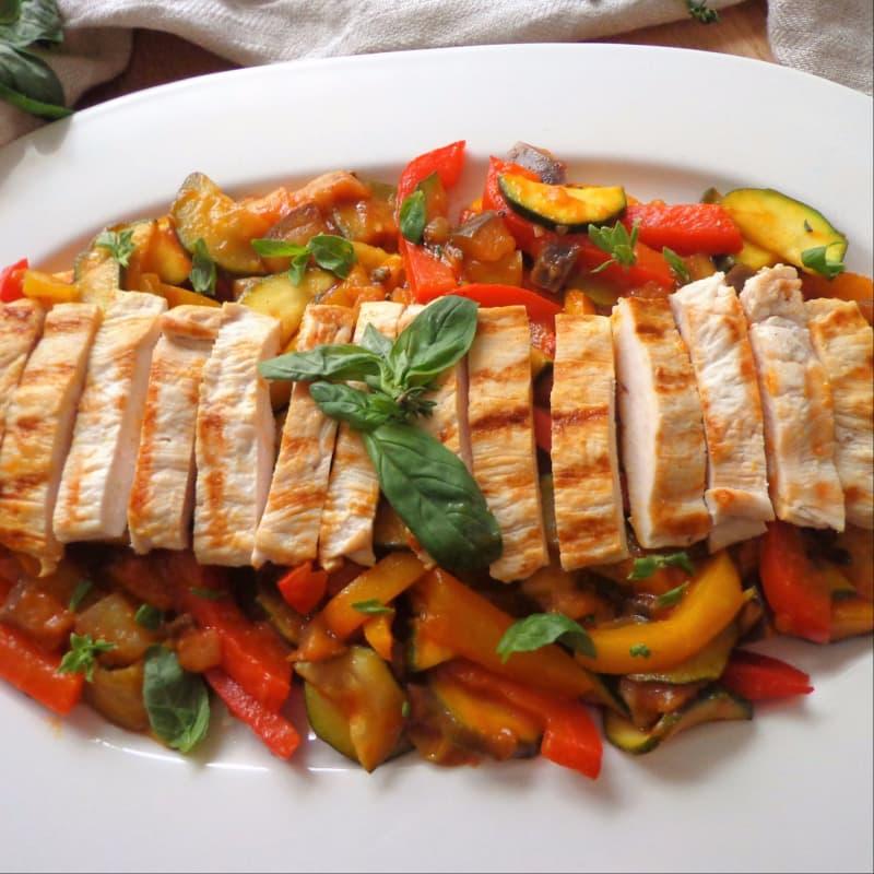Pisto de verduras y pollo