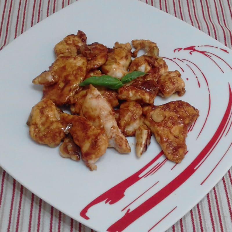 Trozos de pollo con salsa de soja ...