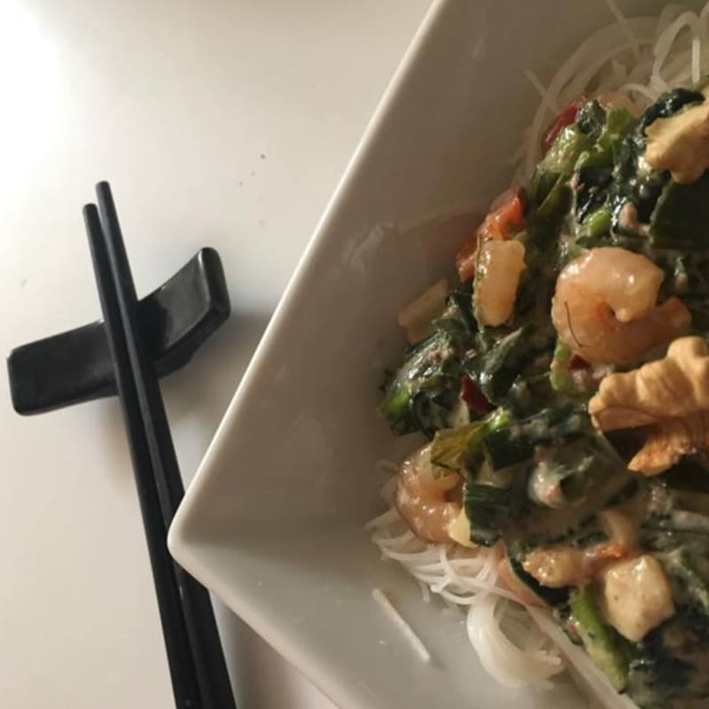 Pasta de arroz con salsa asiatica
