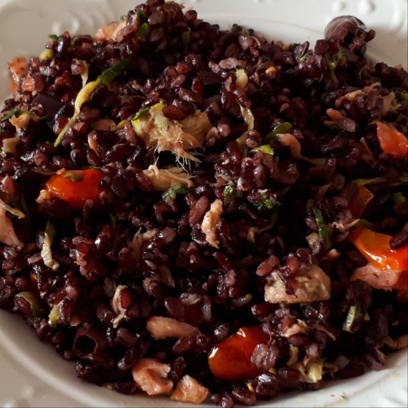Riso venere con salmone,tonno,pomodorini e olive kalamon