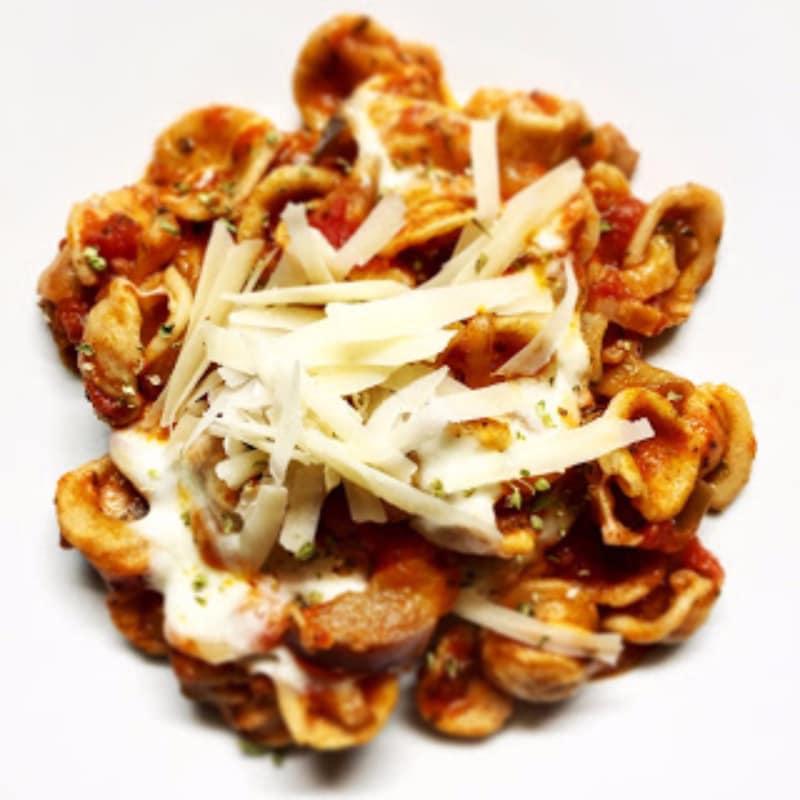 Orecchiette parte integral de la salsa de parmesano