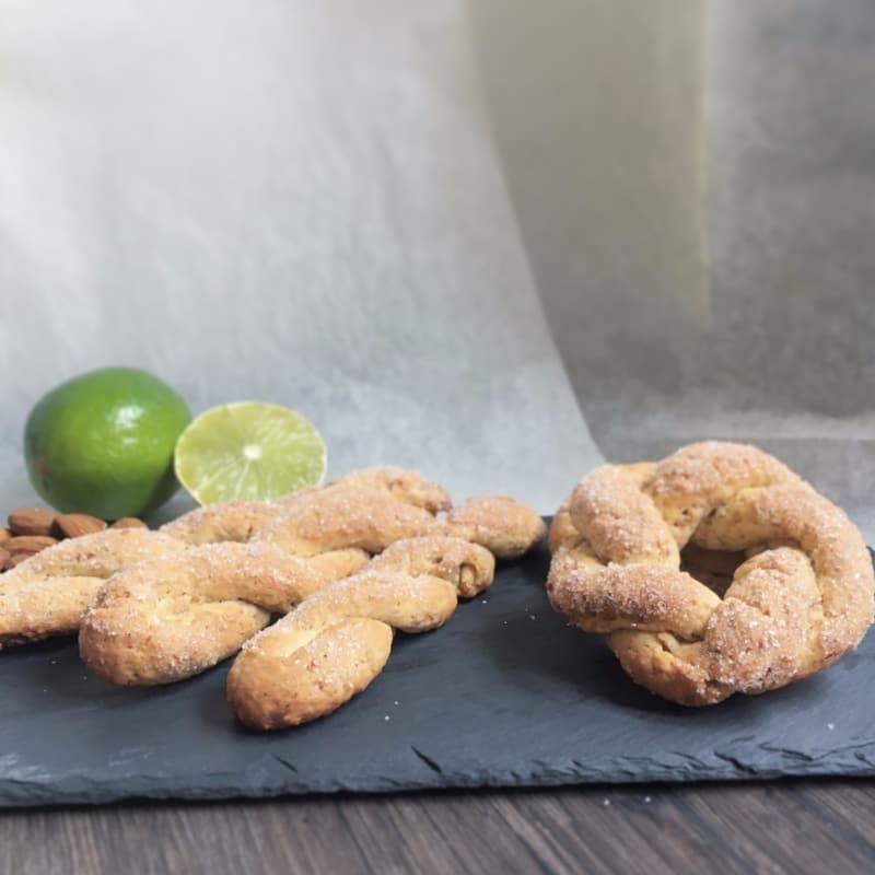 las almendras y las galletas de limón