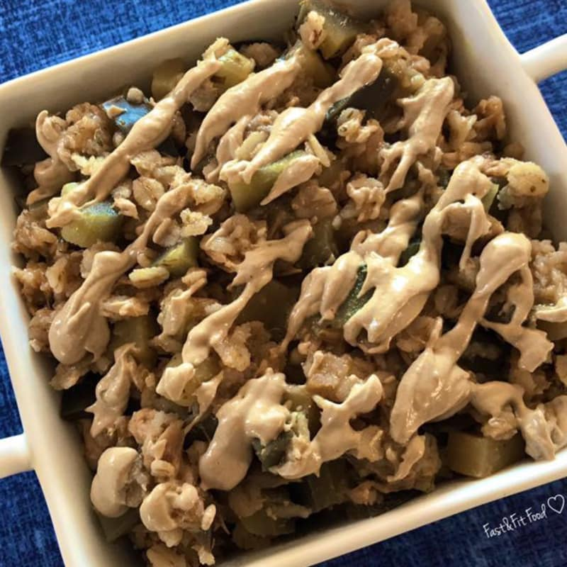 gachas de cebada con atún, berenjena y pasta de sésamo
