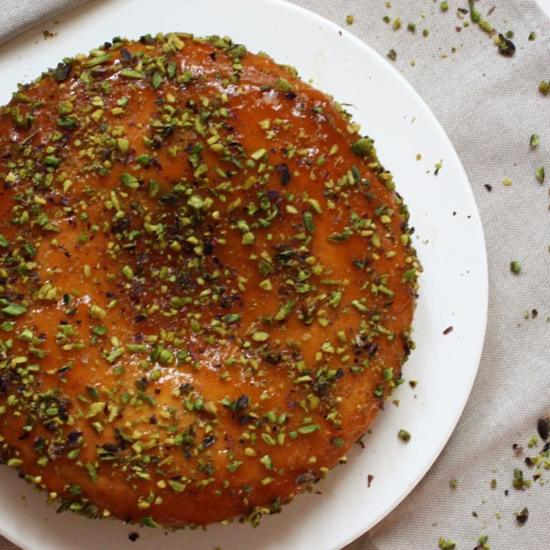 Ricotta cake with apricot sauce and pistachio grain
