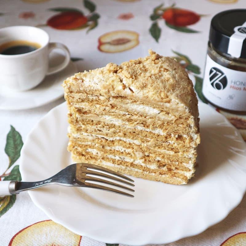 Pastel de capas CON yogur con miel y nata