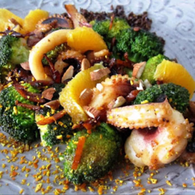 calamar naranja Ricci y brócoli con almendras y aceitunas