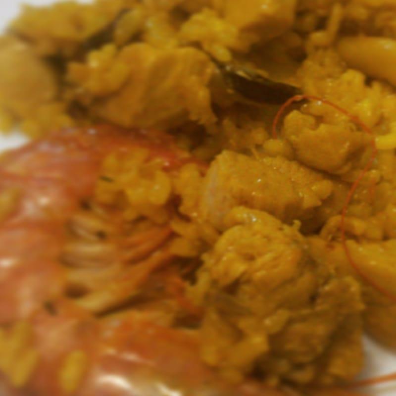 Paella de Pescado y Pollo