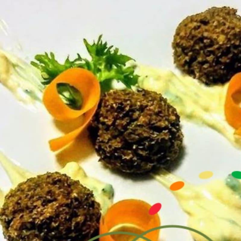 Albóndigas y Glutenfree vegano quinoa y lentejas con ortiga y zanahorias