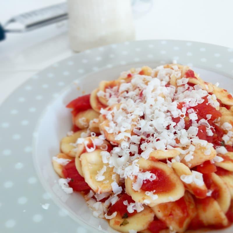 Orecchiette con tomate y cacioricotta