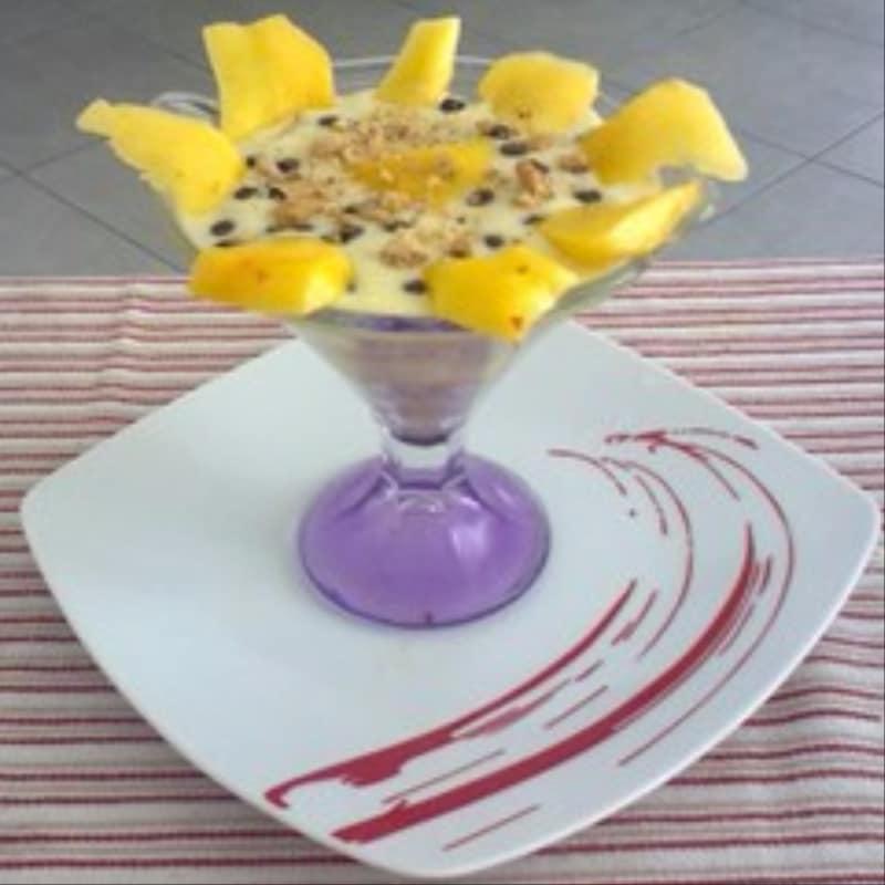 Copa de girasol con los melocotones y crema Galletas En ...