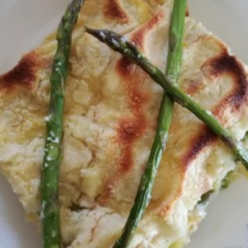 Carasau bread lasagna and asparagus