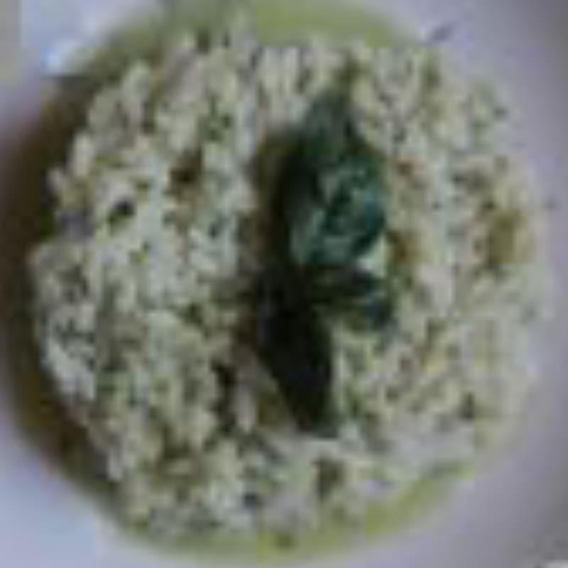 Arroz en verde con el corazón mozzarella. Un plato delicado