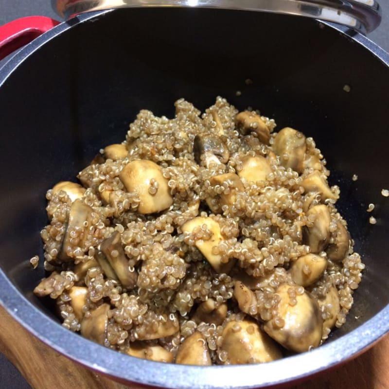 Quinoa con champiñones al ajillo