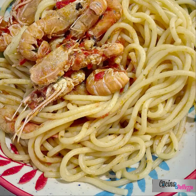 Spaghetti with scampi with lemon scent