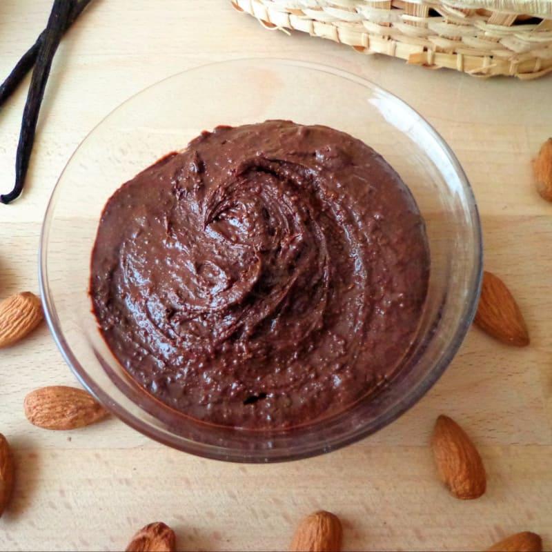 crema de cacao y almendras