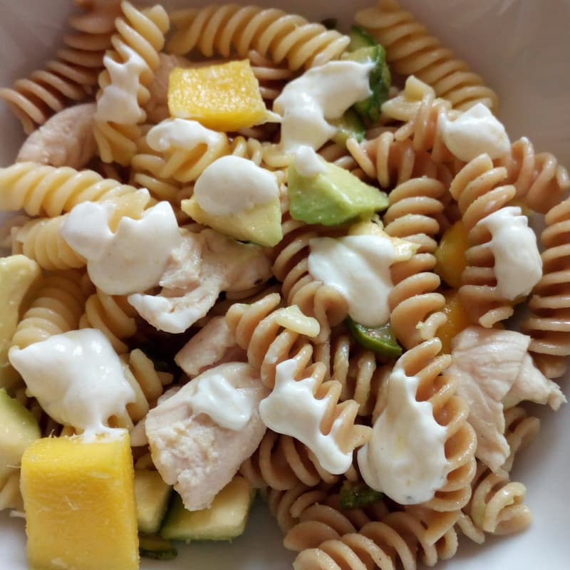 Cold pasta with mango and avocado