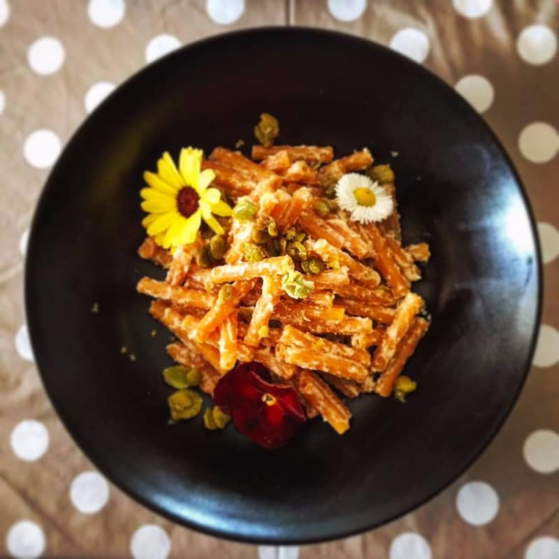 Sedanini di lenticchie rosse con crema di anacardi e fave