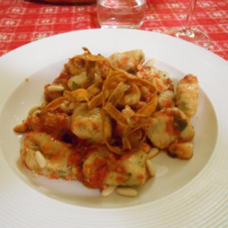 gnocchi de ricotta con salsa de pescado