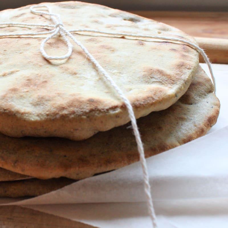 El pan sin levadura sin levadura, cocida en una sartén o en el horno