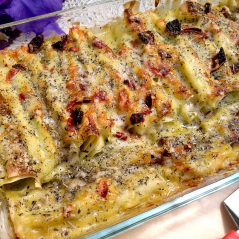 Cannelloni freschi al pesto con verdure e pomodorini persiani