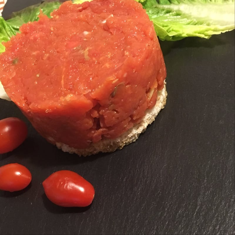 Tartare Di Filetto Di Manzo Su Crostone