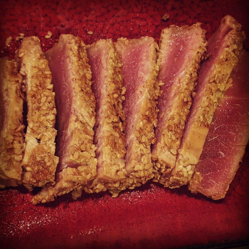 Piezas de atún con semillas de sésamo