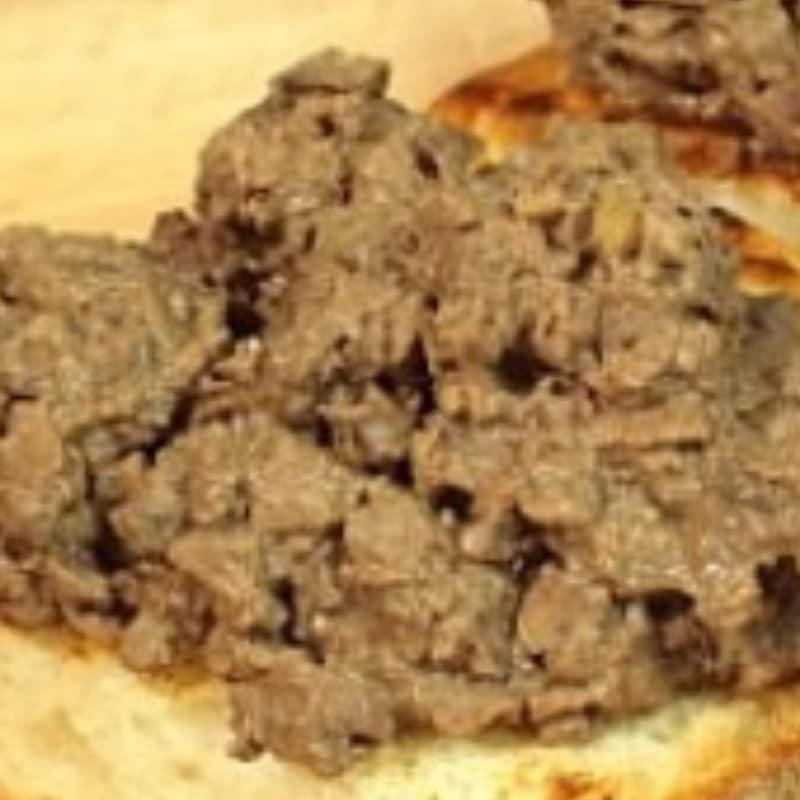 Crostini con hígado de pollo