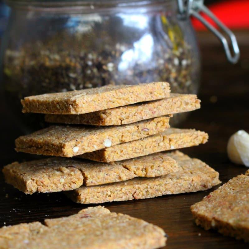 Galletas con el ajo y la harina de lentejas