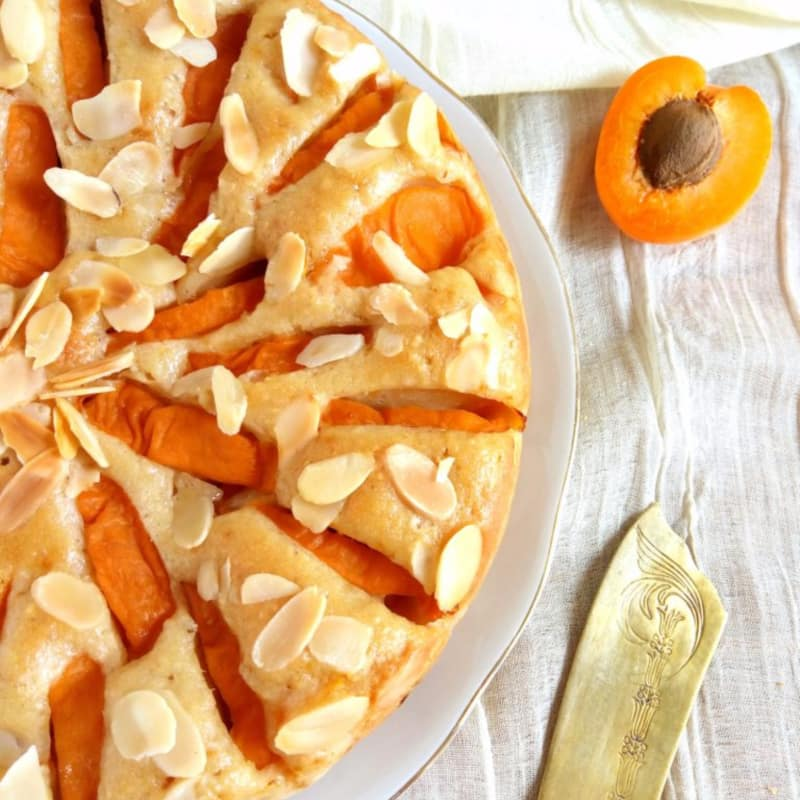 Apricot cake and vegan almonds